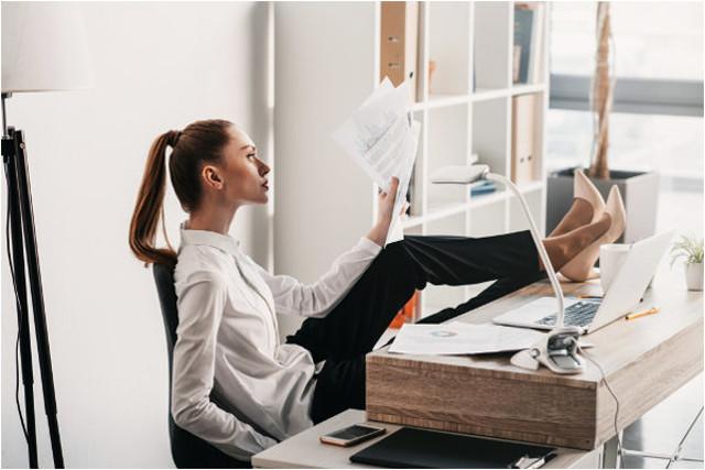 Гимнастика на рабочем месте  (Комплекс упражнений 2019) несколько простых и эффективных упражнений для работающих сидя